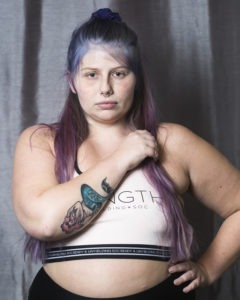 Bild på Sara D i träningskläder - kroppsaktivist