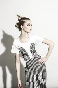 bild på en kvinna, modekläder