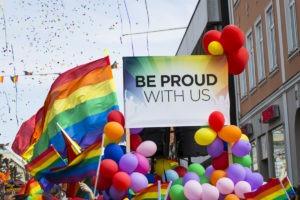 Pride parad bild med glada färger.