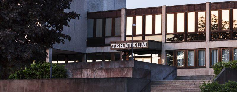 bild på en byggnad, skola.
