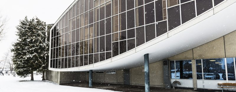 Bild på en fasad - skolbyggnad.