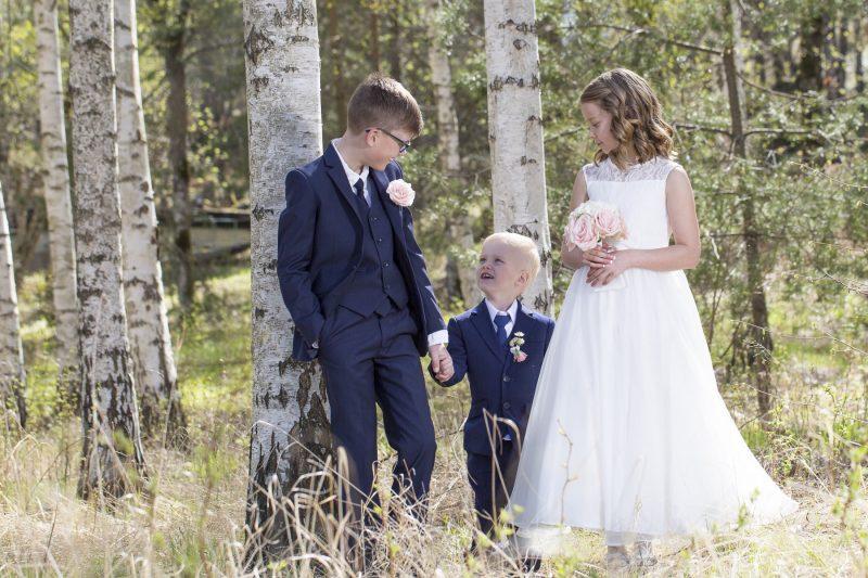 bild på syskon - bröllopsbilder.