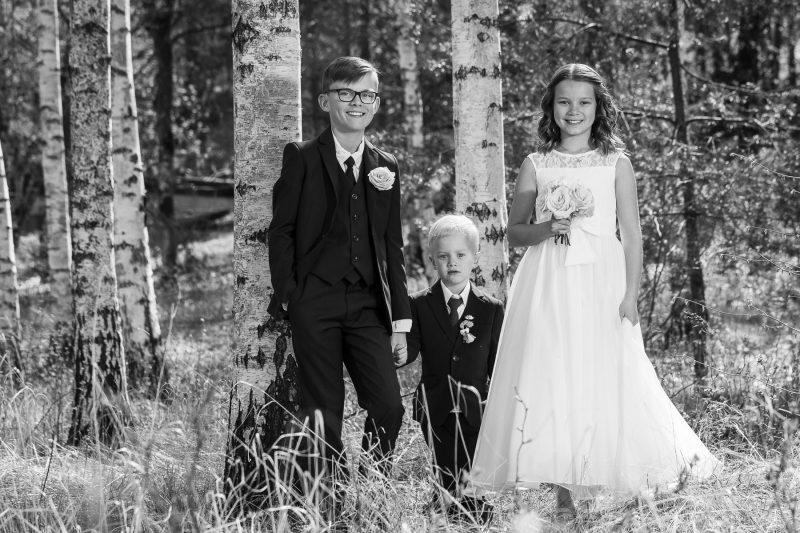 bild på tre syskon - bröllopsbild.