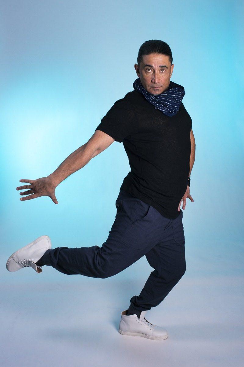 Manlig dansare som dansar.