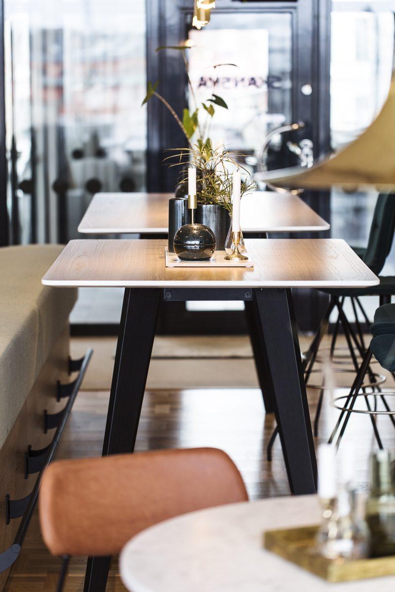 Matplats - stolar och bord.