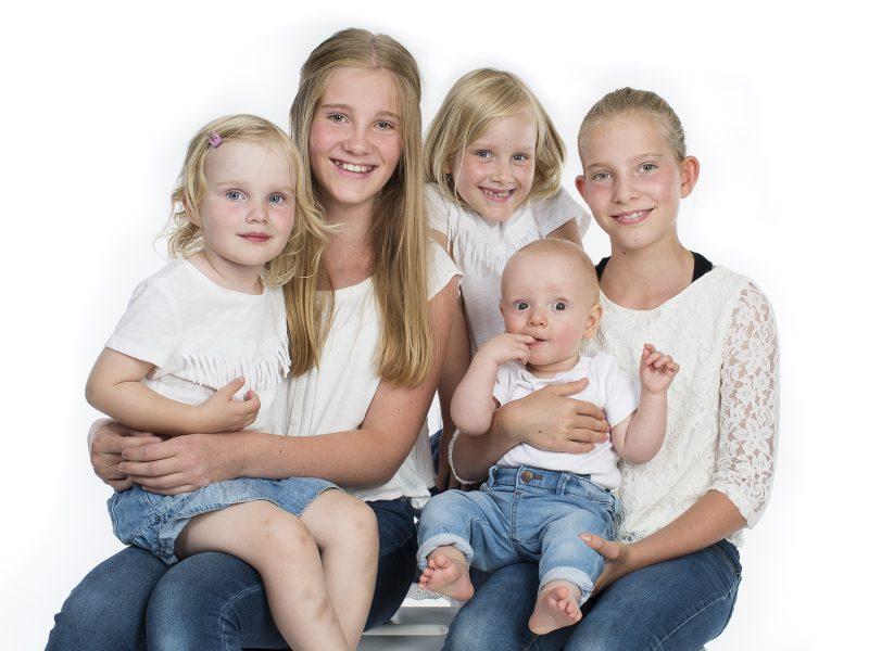 Bild på syskon och kusiner - barn.